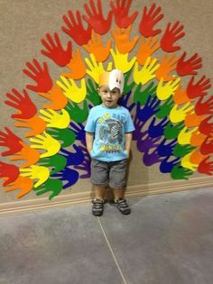 """Thanksgiving Turkey Picture. Too cute of a decoration! Maybe include """"I'm Thankful for..."""" quote? #Preschool"""