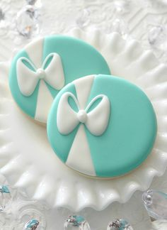 Cool Cookie Decorating Ideas - Tiffany Blue Icing - Easy Ways To Decorate Cute, Adorable Cookies - Quick Recipes and Simple Decorating Tips With Icing, Candy, Chocolate, Buttercream Frosting and Fruit - Best Party Trays and Cookie Arrangements Fancy Cookies, Iced Cookies, Cute Cookies, Royal Icing Cookies, Cupcake Cookies, Sugar Cookies, Icing Cupcakes, Elegant Cookies, Cookie Icing