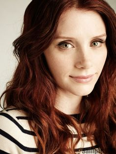 Bryce Dallas Howard; My mum loves Twilight. I've seen bitsn'pieces of the saga. I have seen her in Jurassic World.I think she's another choice, along with Isla Fisher, Hayden P, A.Rai for Aurellan, wife of George K jnr. Could explain Peter's red hair then!!! If Bryce didn't play Aurellan, but played a Diplomat or Starfleet Officer instead, she could be the lover of Kirsten's new character!!