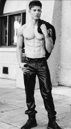 Lycra/Leder/Latex Friend only Mens Leather Pants, Tight Leather Pants, Celine Dion, Abs Boys, Teenage Guys, Hommes Sexy, Sexy Teens, Muscular Men, Shirtless Men