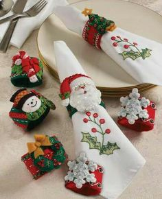 Bucilla 86262 Christmas Napkin Rings Felt Applique Kit, by Set of 6 Christmas Napkin Folding, Christmas Napkin Rings, Christmas Napkins, Christmas Sewing, Christmas Crafts For Kids, Xmas Crafts, Felt Christmas, Christmas Projects, Felt Crafts