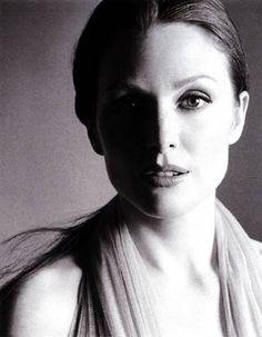 julianne-moore-black-and-white.jpg (311×400)