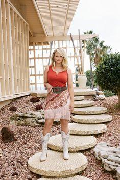 Miranda Lambert Bikini, Miranda Lambert Photos, Country Singers, Country Music, Western Hats, Carrie Underwood, Country Girls, Charlie Brown, Sexy Women