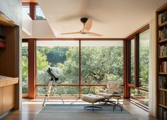 Striking lakefront refuge peeks above the forest canopy on Lake Austin Contemporary Design, Modern Design, Austin Homes, Austin Texas, Glass Stairs, Home Libraries, Mid Century House, Pool Houses, Architectural Elements