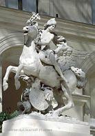 """Antoine Coysevox:  La Renommée du Roi: Mercure monté sur Pégase  Musée du Louvre- Antoine Coysevox reçût commande en 1698 par Jules Hardouin-Mansart, surintendant des Bâtiments du roi, d'un groupe de 2 sujets équestres destinés à exalter la """"renommée du roi"""". Placés de part et d'autre de la partie supérieur du bassin de l'Abreuvoir, à l'entrée du parc de Marly, les groupes ont été exécutés en marbre de Carrare en 1701-1702."""