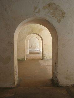 Got lost inside El Morro, Puerto Rico Portal, Art And Architecture, Architecture Details, Puerto Rico, Tadelakt, Plaster Walls, Doorway, Pathways, Windows And Doors
