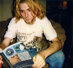 Kurt e seu gatinho.