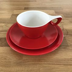 Vintage Melaware Melamine Red Tea Plate Cup Saucer Trio Retro   eBay Picnic Plates, White Tea Cups, Retro Campers, Cup And Saucer, Retro Vintage, Tableware, Red, Ebay, Dinnerware
