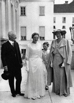 Prínce Pedro Henrique of Orleans Bragança and Bourbon +  Princess María Isabel of Bavaria