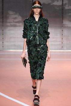 Marni Spring 2014 RTW - Runway Photos - Fashion Week - Runway, Fashion Shows and Collections - Vogue Runway Fashion, High Fashion, Fashion Show, Fashion Design, Fashion Trends, Milan Fashion, Latest Fashion, Fashion 2014, Luxury Fashion
