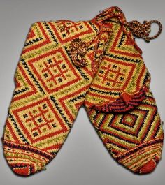 Traditional woollen women's socks from the village of Slepche (Dolneni district, Central Macedonia). Ca. 1900.