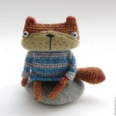 Купить или заказать Кот Матроскин в интернет-магазине на Ярмарке Мастеров. Малыш-котик - карманная игрушка. Рыжий и яркий, он составит вам компанию за чашечкой кофе или будет рад посмотреть на мир из кармашка вашей сумки :) Крошка-талисман, который обязательно принесет улыбку и удачу. Котик умеет сам стоять (с опорой на хвост) и сидеть, лапки гнутся.