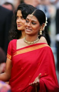 Nandita Das simple red, clean border across the shoulder, minimalist Teeka. Indian Look, Indian Wear, Tribal Fashion, Indian Fashion, Cannes, Nandita Das, Elegant Saree, Indian Couture, Queen