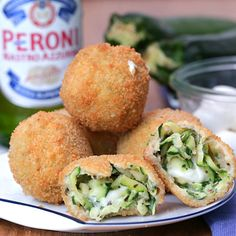 Croquettes aux courgettes For a successful aperitif, nothing better than enjoying succulent zucchini croquettes! Vegetarian Recipes, Cooking Recipes, Healthy Recipes, Yogurt Recipes, Clean Eating Snacks, Healthy Snacks, Zucchini, Yellow Squash Recipes, Vegan Appetizers