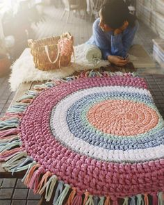 Rugs and carpets have a rich history, only part of which is known. Ancient rugs are very rare because the earliest rugs were made of organic fibers. Crochet Mat, Crochet Carpet, Love Crochet, Crochet Home Decor, Crochet Decoration, Tapetes Diy, Knit Rug, Handmade Rugs, Rugs On Carpet