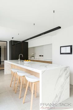 100 veces he visto estas preciosas cocinas abiertas. Hacienda Kitchen, Farmhouse Style Kitchen, Modern Farmhouse Kitchens, Home Kitchens, Modern Marble Kitchens, Kitchen Room Design, Modern Kitchen Design, Home Decor Kitchen, Interior Design Kitchen