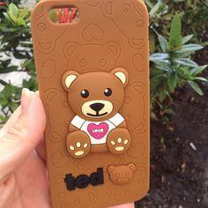 Veja nosso novo produto CASE DE SILICONE URSINHO TED PARA IPHONE 6/6S! Se gostar, pode nos ajudar pinando-o em algum de seus painéis :)