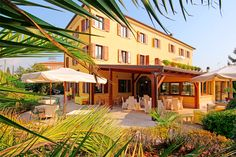 Hotel Sirena - Lazise ... Garda Lake, Lago di Garda, Gardasee, Lake Garda, Lac de Garde, Gardameer, Gardasøen, Jezioro Garda, Gardské Jezero, אגם גארדה, Озеро Гарда ... Welcome to Hotel Sirena Lazise. For years, Hotel Sirena has been synonymous with the quality and elegance that it places at the guests disposal. The large, bright public rooms are the ideal place for spending days of complete relaxation; the carefully furnished rooms equipped with ev