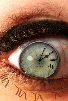 Resultado de imagem para tatuajes de relojes antiguos