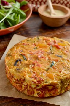 Healthy Dairy Free Crustless Bacon and Vegetable Quiche - perfect for breakfast, lunch or picnics and packed with flavour. Gluten free, dairy free, Slimming World and Weight Watchers friendly Dairy Free Quiche Recipes, Dairy Free Breakfasts, Gluten Free Quiche, Fat Free Recipes, Allergy Free Recipes, Breakfast Quiche, Best Breakfast, Breakfast Recipes, Dinner Recipes