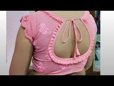 बहत ह खबसरत और Stylish blouse design बनन सख बहत ह आसन तरक स Indian Blouse Designs, Simple Blouse Designs, Saree Blouse Neck Designs, Stylish Blouse Design, Bridal Blouse Designs, Outfit Invierno, Chiffon, Designer Blouse Patterns, Designs For Dresses