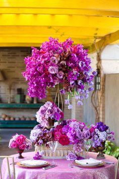 20 mẫu hoa bàn tiệc trong nắng hè rực rỡ