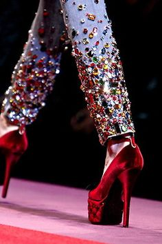 cocainecobain: ali-en: chiffonandribbons: Dolce & Gabbana F/W 2009 the shoes have cushions on the side omfg ☯WANT MORE OF THIS? CLICK HERE!☯