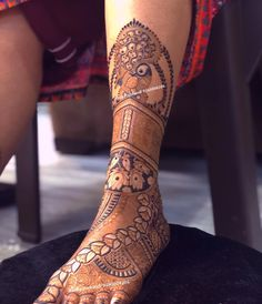 Image may contain: 1 person, shoes and closeup Latest Bridal Mehndi Designs, Mehndi Designs For Girls, Dulhan Mehndi Designs, Wedding Mehndi Designs, Mehndi Designs For Fingers, Mehndi Art Designs, Palm Mehndi Design, Legs Mehndi Design, Mehndi Design Pictures