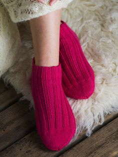 Easy and comfy Crochet Stitches, Knit Crochet, Knitted Slippers, Marimekko, Baby Knitting Patterns, Knitting Socks, Leg Warmers, Diy Clothes, Mittens