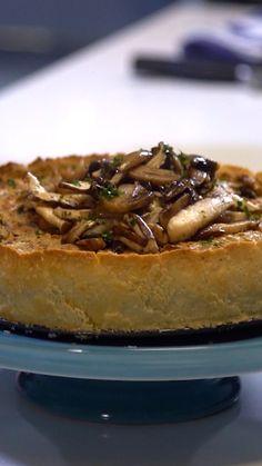 Isabella e Felipe preparam uma deliciosa e incrível torta vegetariana de cogumelos para complementar a ceia de Natal.