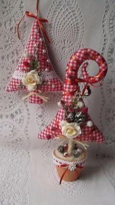 Wood Christmas Tree, Xmas Tree, Simple Christmas, Christmas Wreaths, Christmas Crafts, Christmas Ornaments, Handmade Christmas Decorations, Holiday Crafts, Hobbies And Crafts
