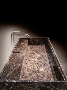 NEWS 2016 de TOSCOQUATTRO TOSCOQUATTRO. El sueño de un baño moderno. TOSCOQUATTRO fundada en 1979 (Prato-Italia) fabrica muebles , accesorios, bañeras, lavabos, griferías, espejos e iluminación para ambientes de baño y desde su inicio se coloca entre las empresas líderes del sector, donde su marca es reconocida y apreciada. #toscoquattro #baño #inardi