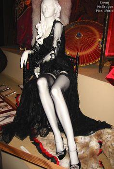 http://www.costumersguide.com/moulinrouge/japan_corset1.jpg