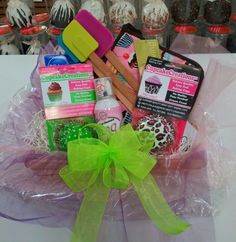 Cupcake gift basket I made Cupcake Gift Baskets, Raffle Baskets, Giving, Cool Gifts, Good To Know, Birthday Gifts, Bakery, Projects To Try, Goodies