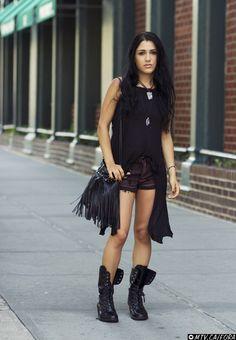 2d953d044b6e Street Style Lookbook: Below 20 | MTV FORA All Black Outfit, Fashion  Lookbook,