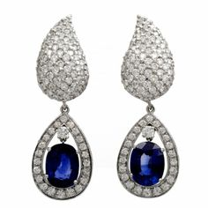These elegant and versatile  day & night drop earrings of Italian provenance are crafted in solid 18K white gold.