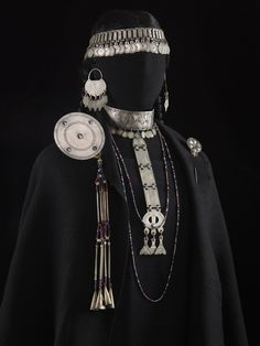 Plateria Mapuche Jose Luis Rodriguez, American Indian Art, Ancient Jewelry, Folk Costume, Tribal Jewelry, Historical Clothing, Traditional Dresses, Daniel Wellington, Diy Clothes