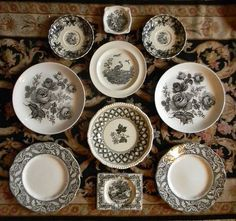 black and white vintage plates Old Plates, China Plates, Vintage Plates, Vintage China, Plates On Wall, Plate Wall, Vintage Pyrex, Antique Dishes, Vintage Dishes