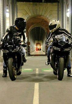 Triumph 675 vs Honda CBR600