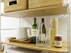 無印良品の「ユニットシェルフ」。組み合わせが自由にできるので最初に買う収納家具として最適