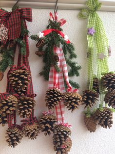 Craft for room. Kids Christmas Ornaments, Homemade Christmas Decorations, Homemade Christmas Gifts, Christmas Centerpieces, Rustic Christmas, Christmas Holidays, Christmas Wreaths, Holiday Decor, Pine Cone Crafts