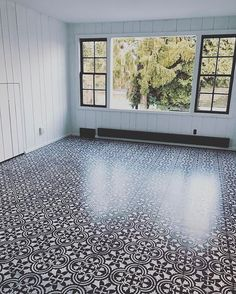 Home Decoration A black and white DIY stenciled floor using the Augusta Tile Stencil from Cutting Ed Stenciled Concrete Floor, Tile Floor Diy, Painted Concrete Floors, Painting Tile Floors, Painting Concrete, Diy Tuiles, D House, Diy Flooring, Flooring Ideas