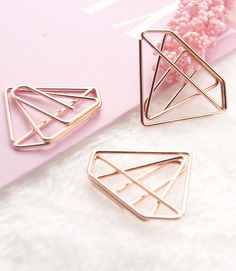 Make your notebook or planner stand out with one of these cute paper clip sets. They can be used as paper clips as well as a bookmarks. | Find them at kawaiipenshop.com. | Kawaii Pen Shop