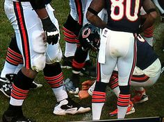 Cutler tying Webb's shoe was awesome. Adding to Smokin' Jay Cutler is just seriously the best thing ever! Smokin Jay Cutler, Athlete, Shoe, Awesome, Sports, Fashion, Hs Sports, Moda, Zapatos