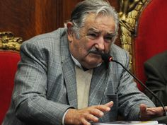 """UN TEMA POCO POPULAR - III Jornadas de investigación e innovación orientadas a la inclusión social, presidido por el Presidente  José Mujica.   Dijo que no habrá muchos titulares sobre este tema y las masas no se conmoverán porque """"no somos una sociedad desarrollada,  venimos corriendo de atrás, no tenemos conciencia del papel que cumple el conocimiento en la vida. No es una prioridad en la corteza cerebral colectiva, llegamos tarde. El mercado apuesta a la frivolidad y no a la profundidad""""."""