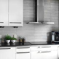 Metalwood - Konradssons Kakel Subway Tile Kitchen, Kitchen Backsplash, Kitchen Cabinets, Kitchen Island, Kitchen Corner, Smart Kitchen, Beautiful Interior Design, Modern Interior Design, Kitchen Styling
