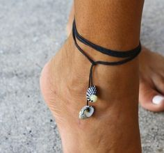 Anklet Jewelry Zebra Seashell Multi-use Black String Jewelry - Anklet , Bracelet and Necklace - Summer, beach, surf, SUP style. Seashell Jewelry, Anklet Jewelry, Seashell Crafts, Beach Jewelry, Silver Jewellery, Fancy Jewellery, Silver Necklaces, Women's Anklets, Seashell Projects