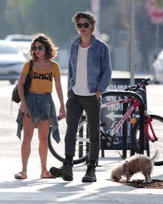 海外セレブニュース&ファッションスナップ: 【ヴァネッサ・ハジェンズ】恋人オースティン・バトラーとヘルシーなスタイルで犬の散歩にお出かけ!