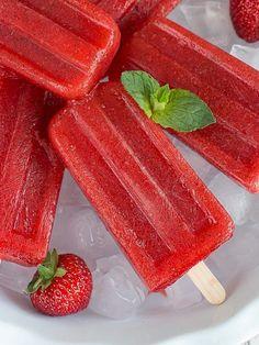 Rezept für den Sommer: Eis am Stiel mit Erdbeer-Mojito Geschmack / summerly ice recipe: strawberry mojito popsicles via DaWanda.com