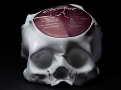 Artist/musician Ted Riederer creates these cool sculptures by melting unwanted old vinyl records over a skull mold. The series, called 'Primal Sound' is inspired… Vinyl Record Crafts, Old Vinyl Records, Vinyl Music, Vinyl Art, Record Decor, Skull Mold, Skull Art, Ted, Bronze